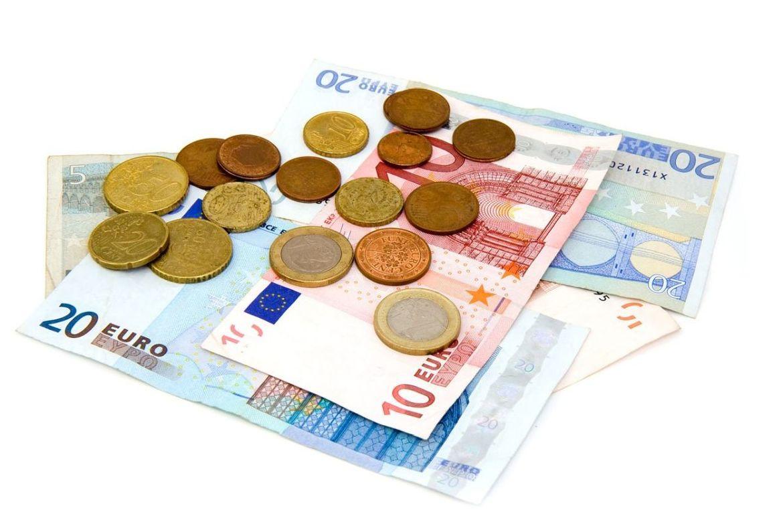 Papiergeld und Münzen liegen aufeinander - Copyright: Pixabay money-1835.jpg