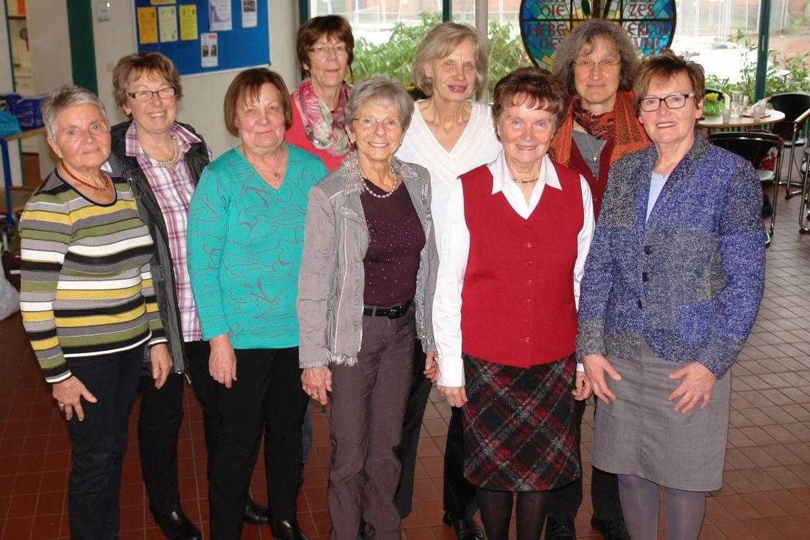 Eine Gruppe von Frauen stehen nebeneinander. Sie bilden das Team der Ehrenamtlichen für dieBewegte Jahre Team 2018 - Copyright: Ev.-Luth. Kirchengemeinde Schwarzenbek