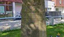 Grabstein mit Inschrift