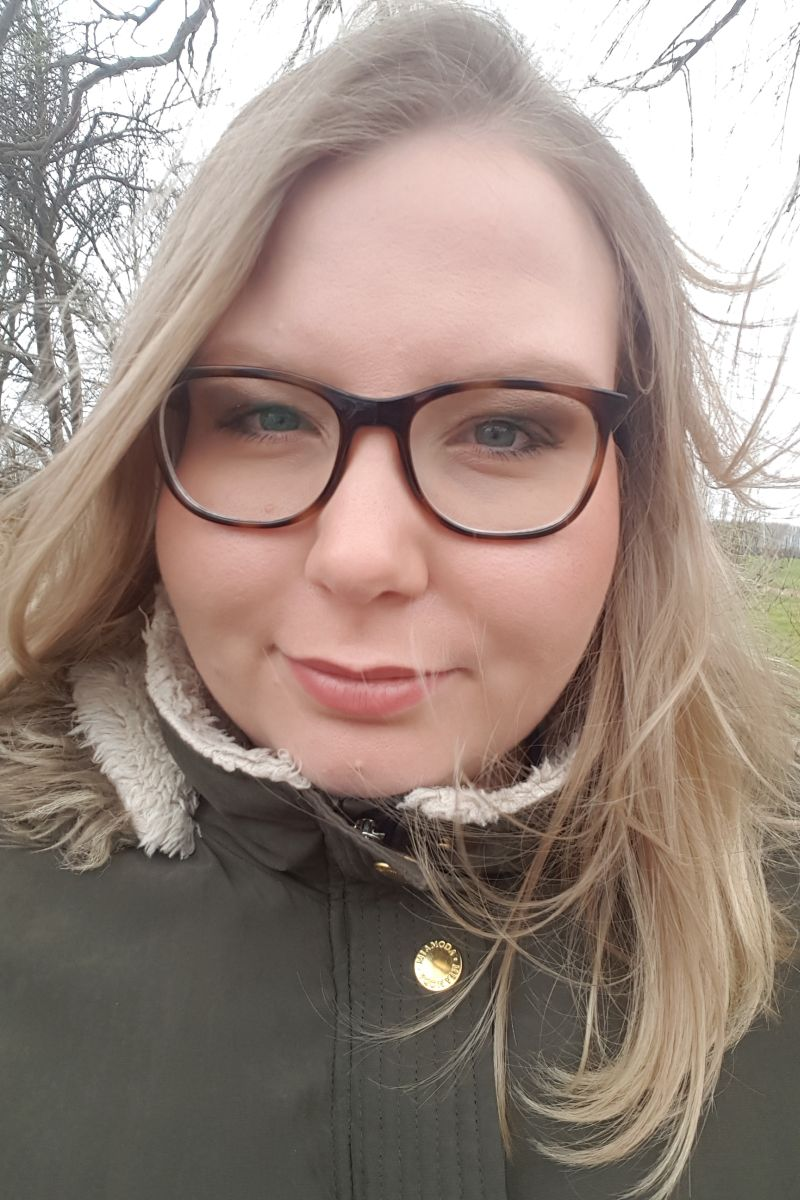 Portrait von junger Frau mit Brille - Copyright: Tanja Derlin-Schröder